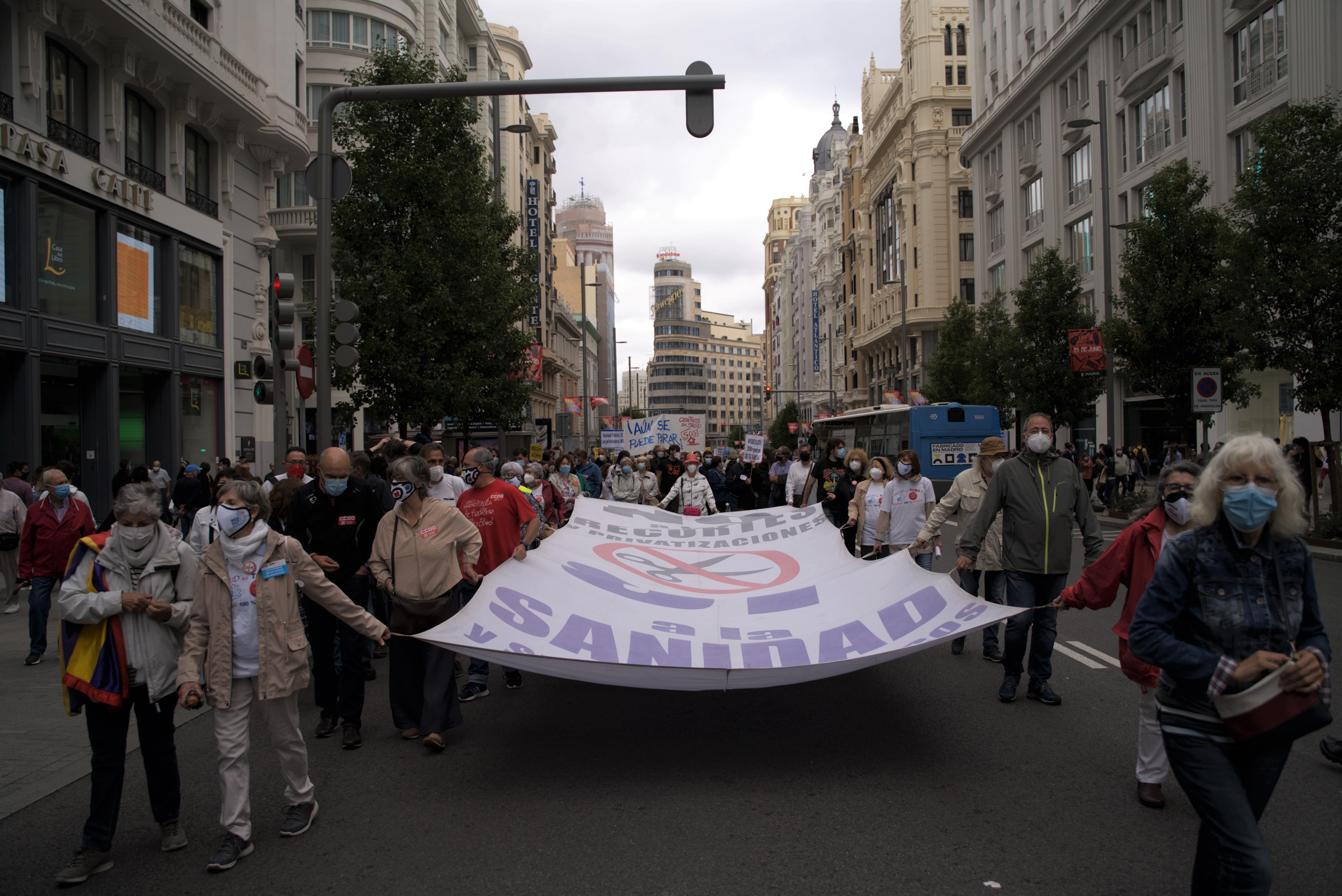 La Marea Blanca de Madrid vuelve a las calles contra el cierre de 41 centros de salud